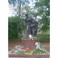 Фигура в селе Воскресенское (Россия, 2010)