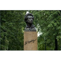 Bust in Дзержинский (Russia, 1999)