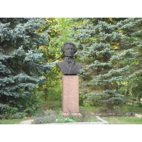 Bust in Пушкинские Горы (Russia, 1949)