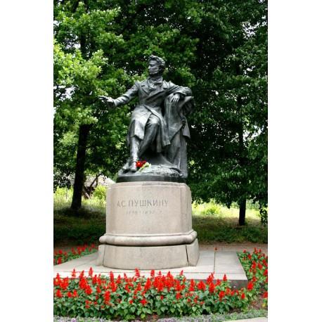 Фигура в пгт Пушкинские Горы (Россия, 1959)