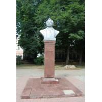 Бюст в г.Саратов (Россия, 1999)