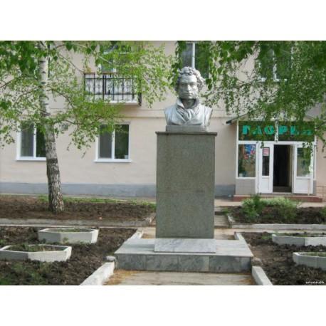 Бюст в г.Уруссу (Россия, ?)