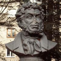 Памятник Пушкину в г. Алексин (Россия)