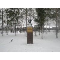Бюст на станции Заглядино (Россия, 2014)