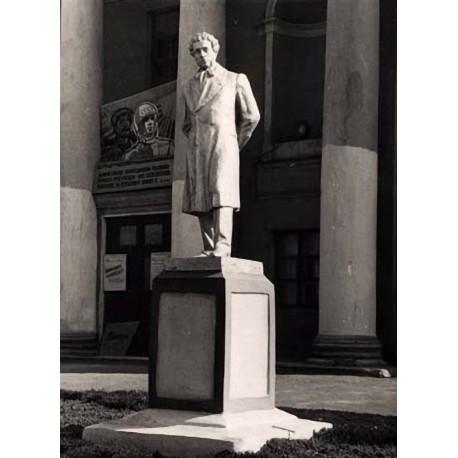Фигура стоя в посёлке Несветаевский (Россия,
